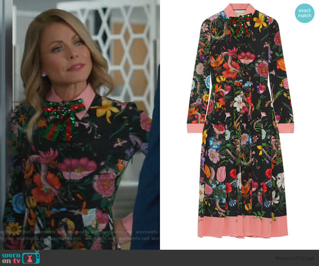 Pleated printed silk crepe de chine dress by Gucci worn by Kelly Ripa on American Housewife