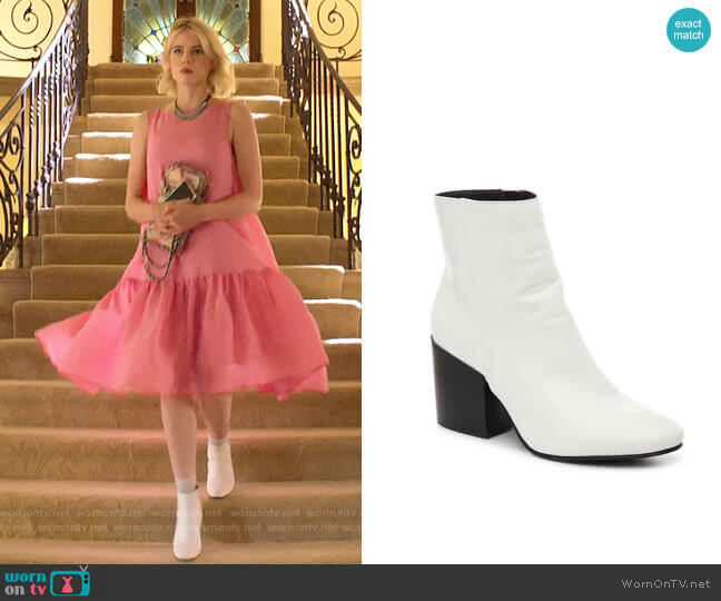 Madden Girl Aaden Bootie worn by Astrid (Lucy Boynton) on The Politician