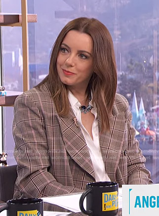 Melanie's oversized plaid blazer on E! News Daily Pop