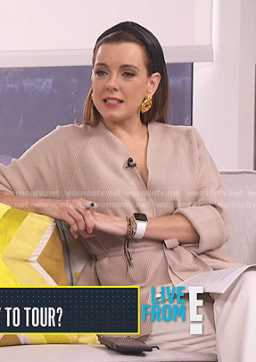 Melanie's beige ribbed wrap cardigan on Live from E!