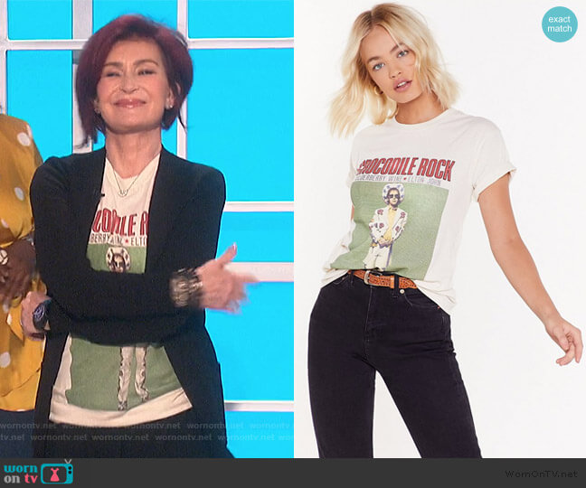 Crocodile Rock Elton John Graphic Band Tee by Nasty Gal worn by Sharon Osbourne  on The Talk