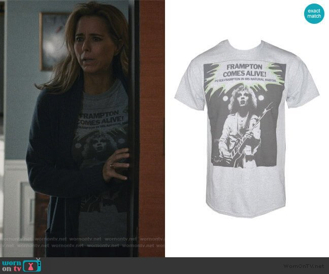 PETER FRAMPTON Comes Alive Men's T-Shirt worn by Elizabeth McCord (Téa Leoni) on Madam Secretary
