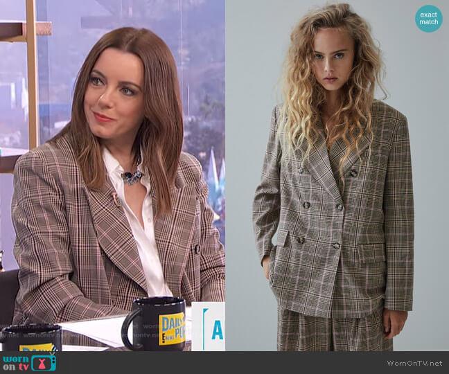 Plaid Blazer by Zara worn by Melanie Bromley  on E! News
