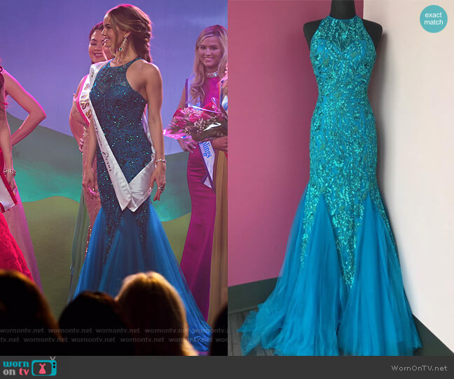 Style 51939 by Sherri Hill worn by Patty Bladell (Debby Ryan) on Insatiable