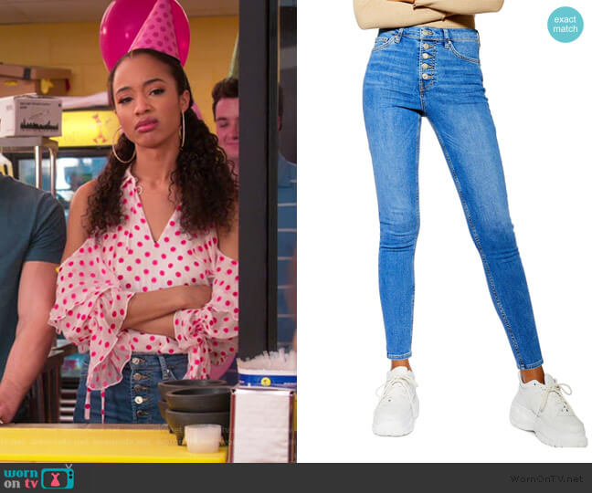 Jamie High Waist Skinny Jeans by Topshop worn by Magnolia Barnard (Erinn Westbrook) on Insatiable