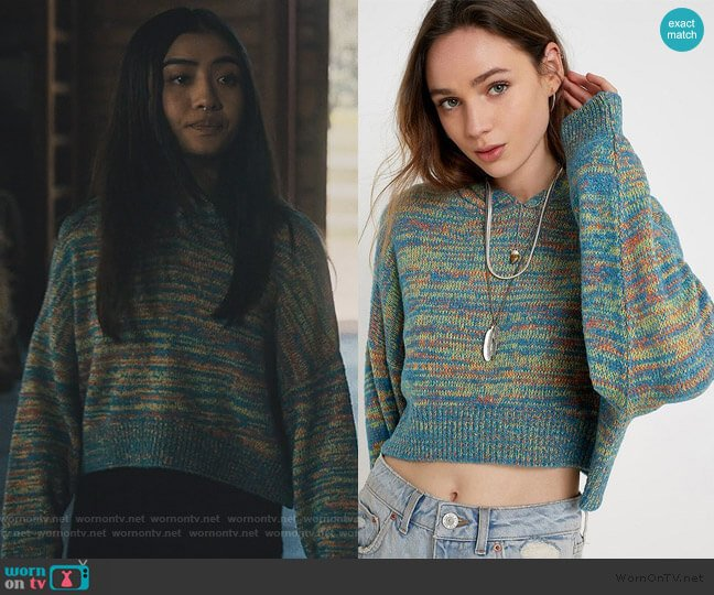 Space Dye Hooded Pullover Jumper by Urban Outfitters worn by Alex Portnoy (Brianne Tju) on Light as a Feather