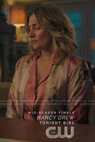 Alice's floral robe on Riverdale