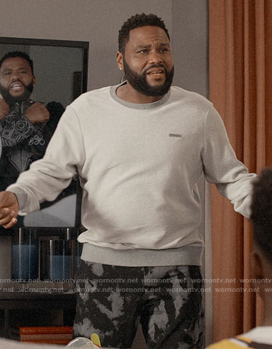 Andre's light grey sweatshirt on Black-ish