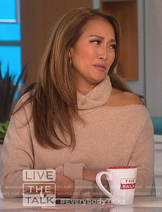 Carrie's beige turtleneck cutout sweater on The Talk