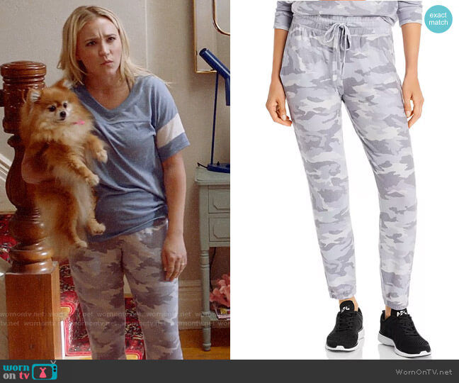 Beyond Yoga Camo Living Easy Sweatpants worn by Roxy Doyle (Emily Osment) on Almost Family