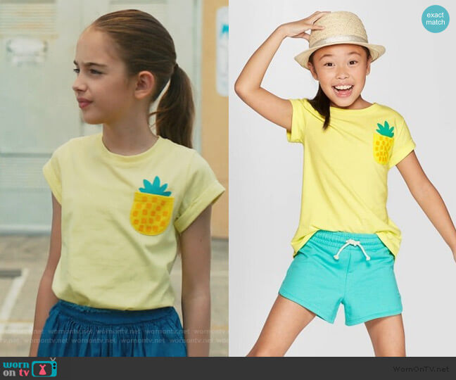 Pineapple pocket t-shirt by Cat & Jack worn by Anna-Kat Otto (Julia Butters) on American Housewife