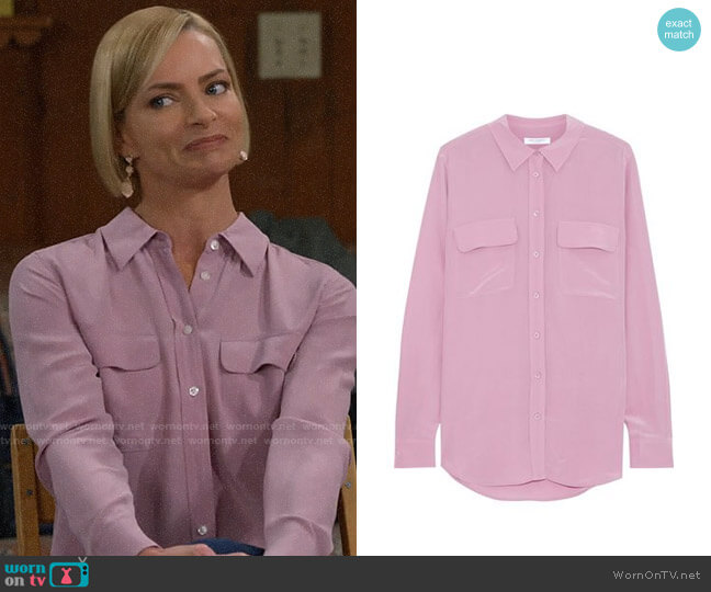 Equipment Slim Signature Silk Blouse in Lavender worn by Jill Kendall (Jaime Pressly) on Mom