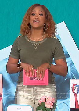 Eve's green button shoulder tee on The Talk
