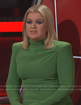 Kelly Clarkson's green padded shoulder dress on The Voice
