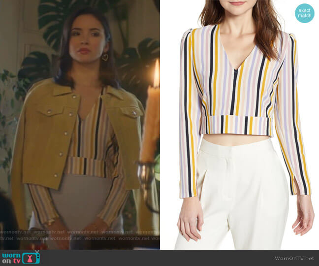 V-Neck Crop Top by Leith worn by Bess (Maddison Jaizani) on Nancy Drew