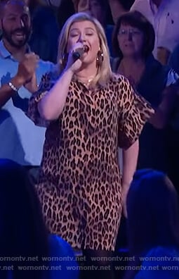 Kelly Clarkson's leopard print tunic dress on The Kelly Clarkson Show