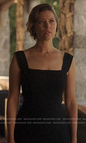 Lyla's black square neck dress with front slit on Arrow