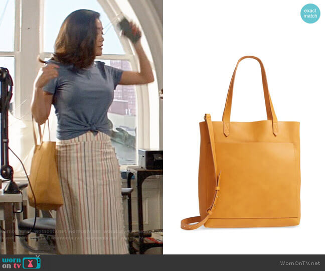 Madewell Medium Leather Transport Tote worn by Joy (Jessica Lu) on God Friended Me