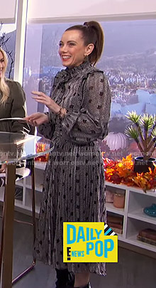 Melanie's floral print ruffled dress on E! News Daily Pop