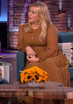 Kelly's polka dot maxi dress on The Kelly Clarkson Show