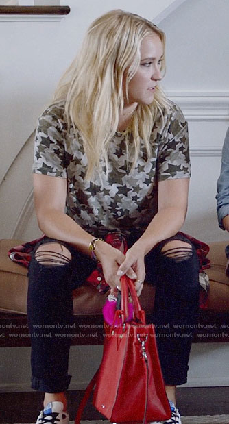 Roxy's star print t-shirt and ripped jeans on Almost Family