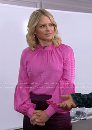 Sara's pink houndstooth blouse on GMA Strahan Sara And Keke