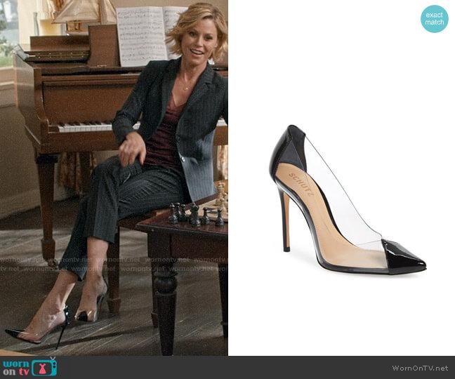 Schutz Cendi Pumps worn by Claire Dunphy (Julie Bowen) on Modern Family