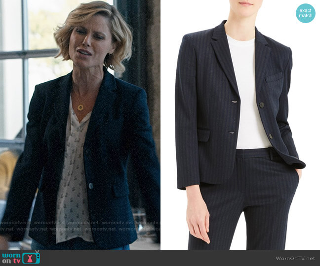 Theory Stripe Shrunken Blazer worn by Claire Dunphy (Julie Bowen) on Modern Family