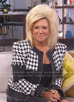 Theresa Caputo's houndstooth jacket on E! News Daily Pop