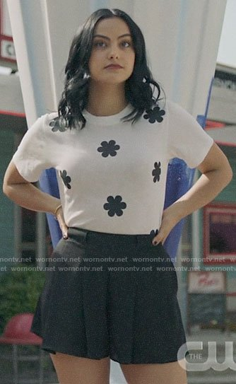 Veronica's white flower print t-shirt on Riverdale