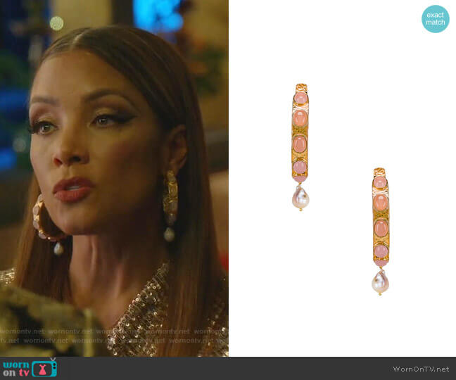 Carmen Hoopes by Christie Nicolaides worn by Dominique Deveraux (Michael Michele) on Dynasty