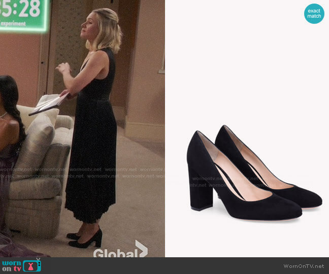 Gianvito Rossi Linda Mid Pumps worn by Eleanor Shellstrop (Kristen Bell) on The Good Place