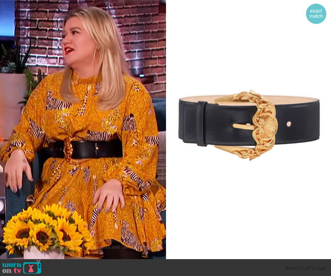 Baroque Buckle Leather Belt by Versace worn by Kelly Clarkson  on The Kelly Clarkson Show