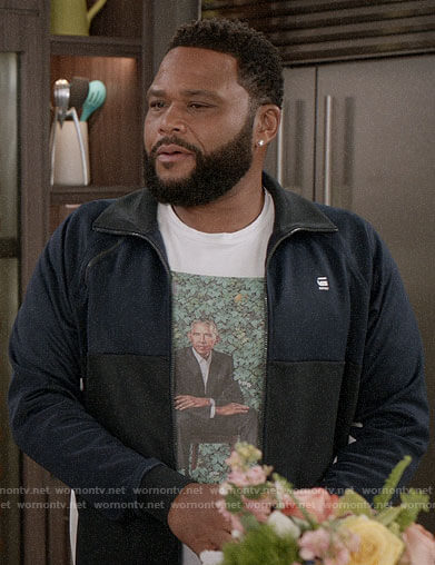 Andre's Obama portrait t-shirt and navy track jacket on Black-ish