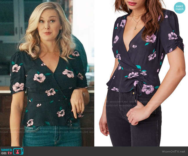 ASTR Malia Floral Print Ruched Peplum Top worn by Kimmy on Perfect Harmony