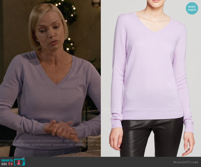 C by Bloomingdales V-Neck Cashmere Sweater worn by Jill Kendall (Jaime Pressly) on Mom