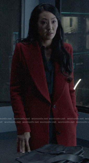 Catherine's red coat on Batwoman