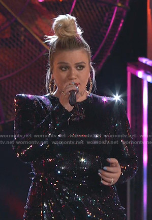 Kelly Clarkson's sequin mini dress on The Voice