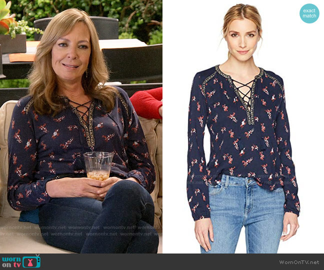 Lucky Brand Ditsy Lace Up Peasant Top worn by Bonnie Plunkett (Allison Janney) on Mom