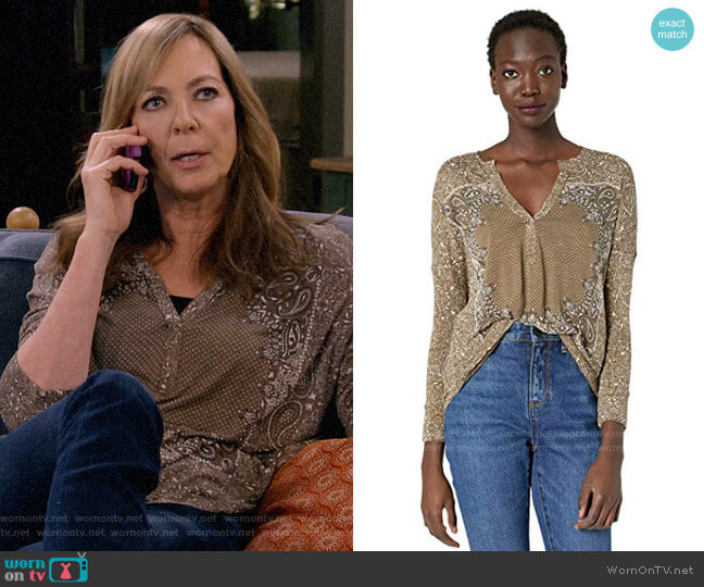 Lucky Brand Bandana Print Henley Top worn by Bonnie Plunkett (Allison Janney) on Mom