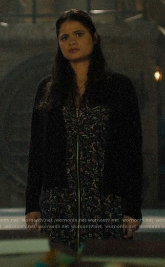Mel's printed zip-front dress on Charmed