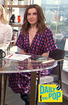 Melanie's navy and pink geometric print dress on E! News Daily Pop