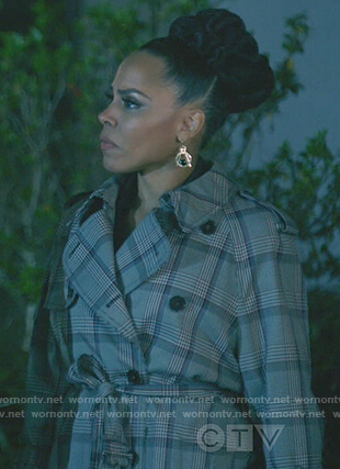 Tegan's plaid trench coat on How to Get Away with Murder