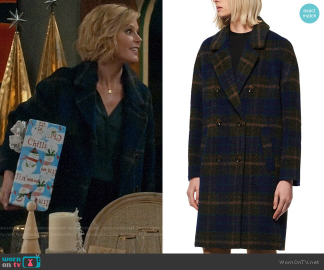 Andrew Marc Double-Breasted Plaid Coat worn by Claire Dunphy (Julie Bowen) on Modern Family