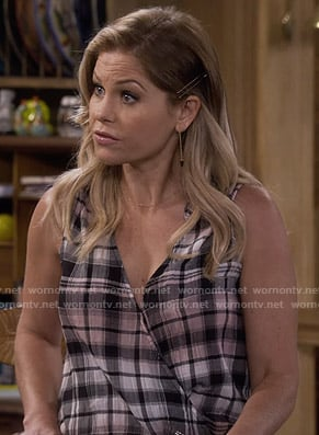 DJ's pink plaid sleeveless top on Fuller House