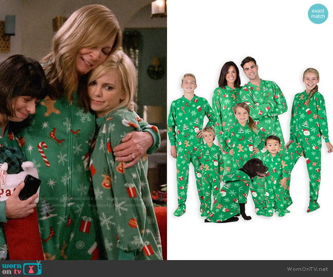 Footed Pajamas Family Matching Green Christmas Onesies worn by Christy Plunkett (Anna Faris) on Mom
