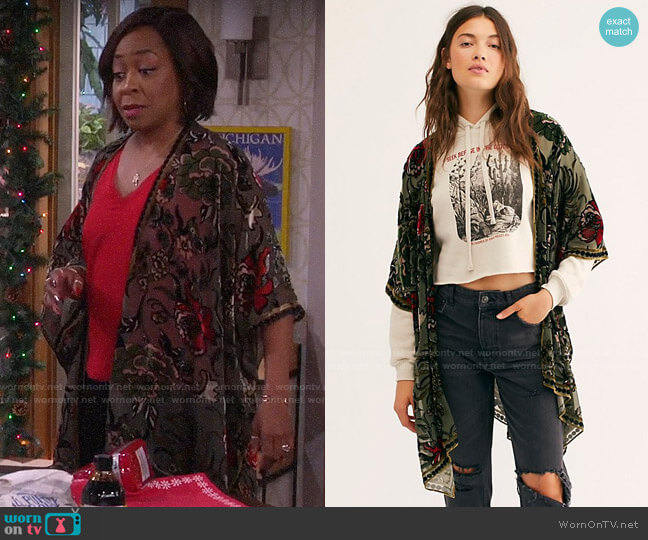 Free People Muse Burn Out Velvet Kimono in Sage Combo worn by Tina (Tichina Arnold) on The Neighborhood