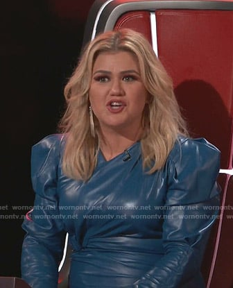 Kelly Clarkson's blue puff sleeve leather dress on The Voice