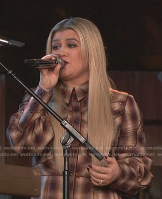 Kelly Clarkson's brown plaid western shirtdress on The Voice