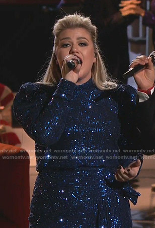 Kelly Clarkson's sequin gown on The Voice